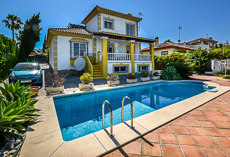 Ref:R3203029 Villa - Detached For Sale in Coín