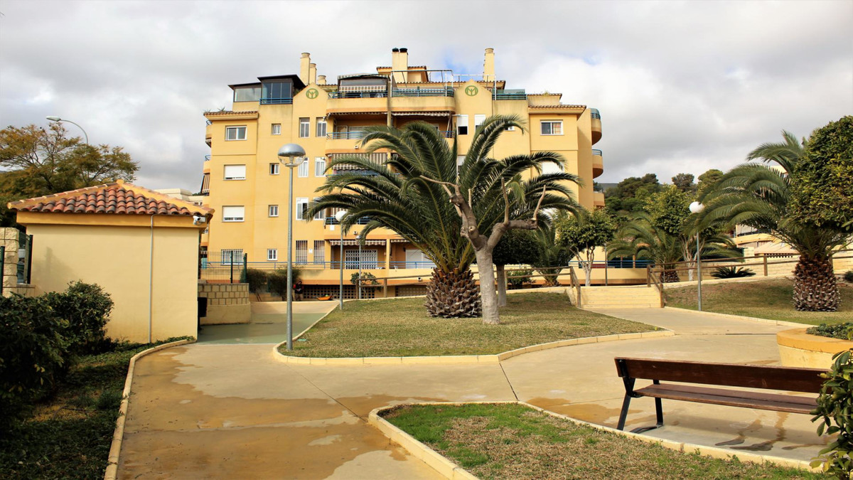 Large apartment with stunning sea views. It consists of 3 bedrooms, 2 bathrooms, 2 terraces, kitchen,Spain