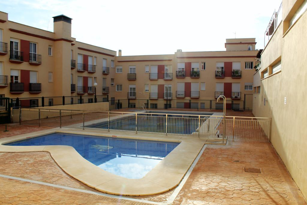 Nice 3 bedrooms ground floor apartment in Estacion de Cartama. Very close to the center of the villa,Spain