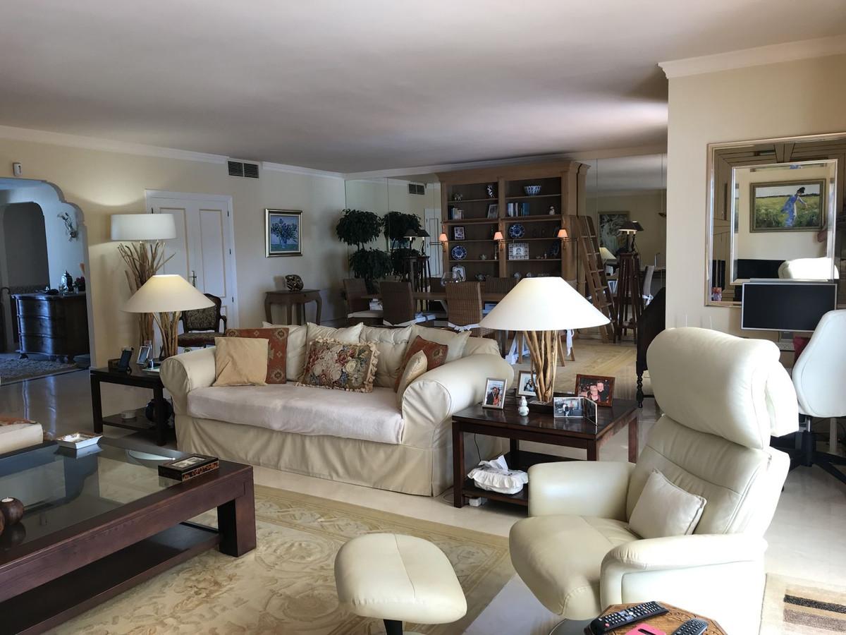 3 bedroom apartment for sale el presidente