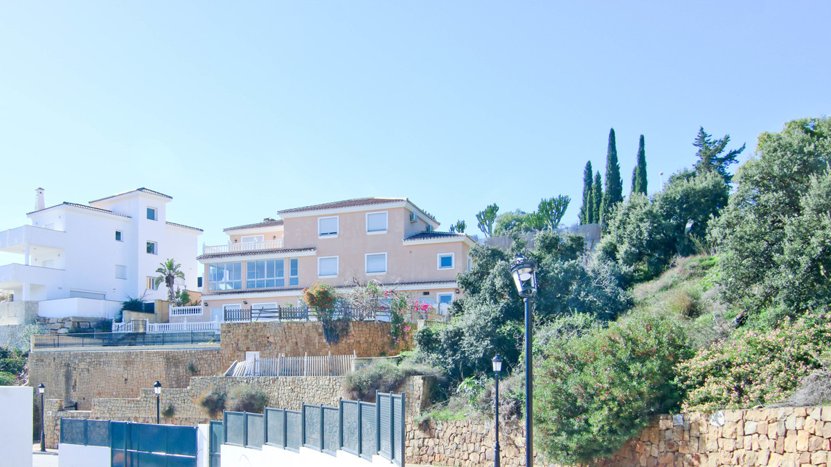 Impressive traditional style villa in the exclusive area of ??Elviria with spectacular views, in a q,Spain