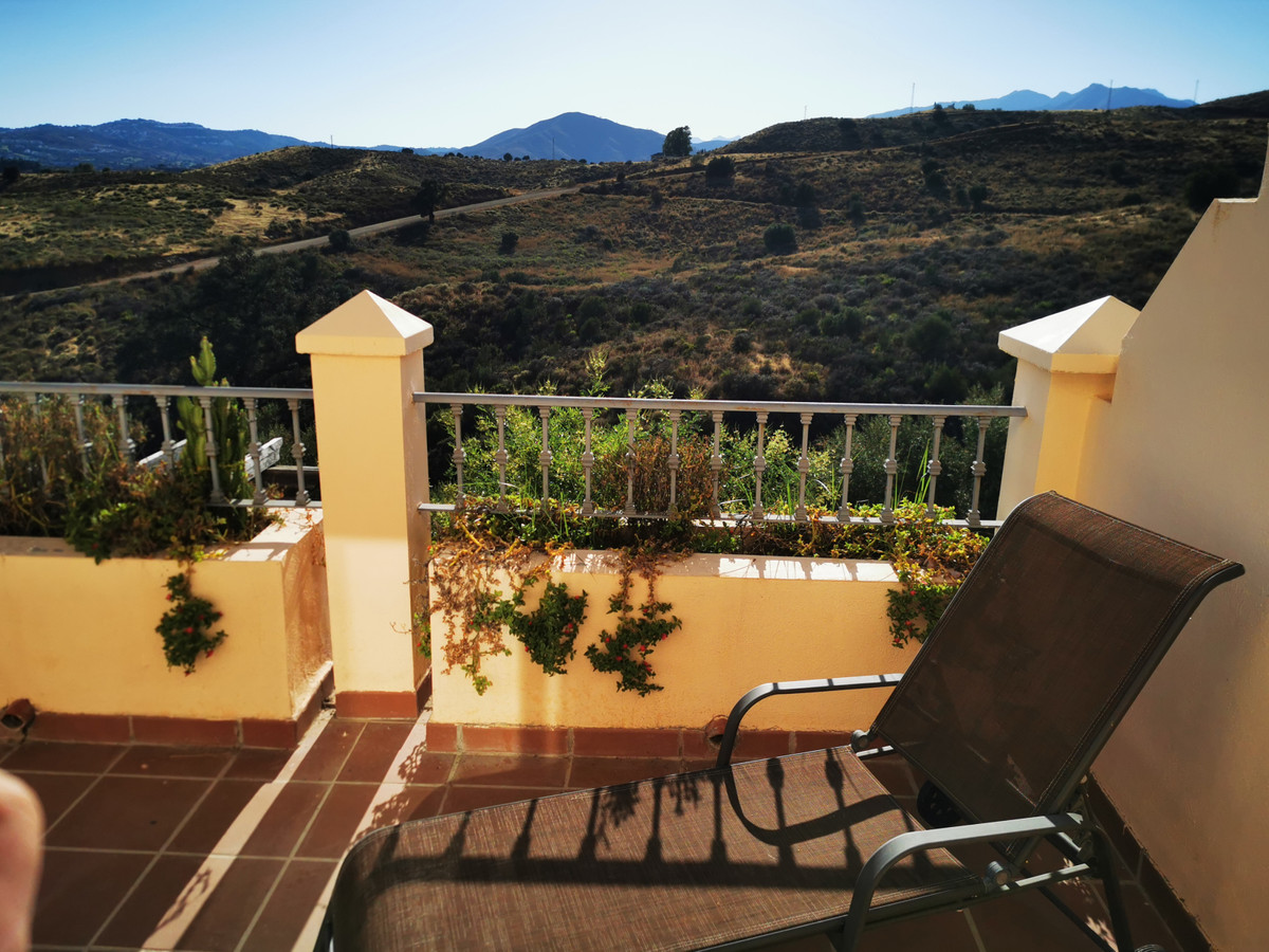 This is an excellent well distributed west facing 3 bedroom 3 bathroom family sized Townhouse locate,Spain