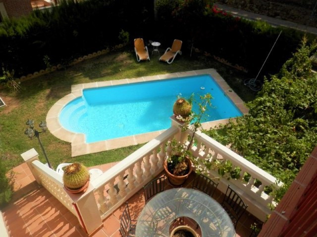 Beautiful semi-detached house in Calahonda, 5 bedrooms, 4 bathrooms, guest apartment or service, gar,Spain