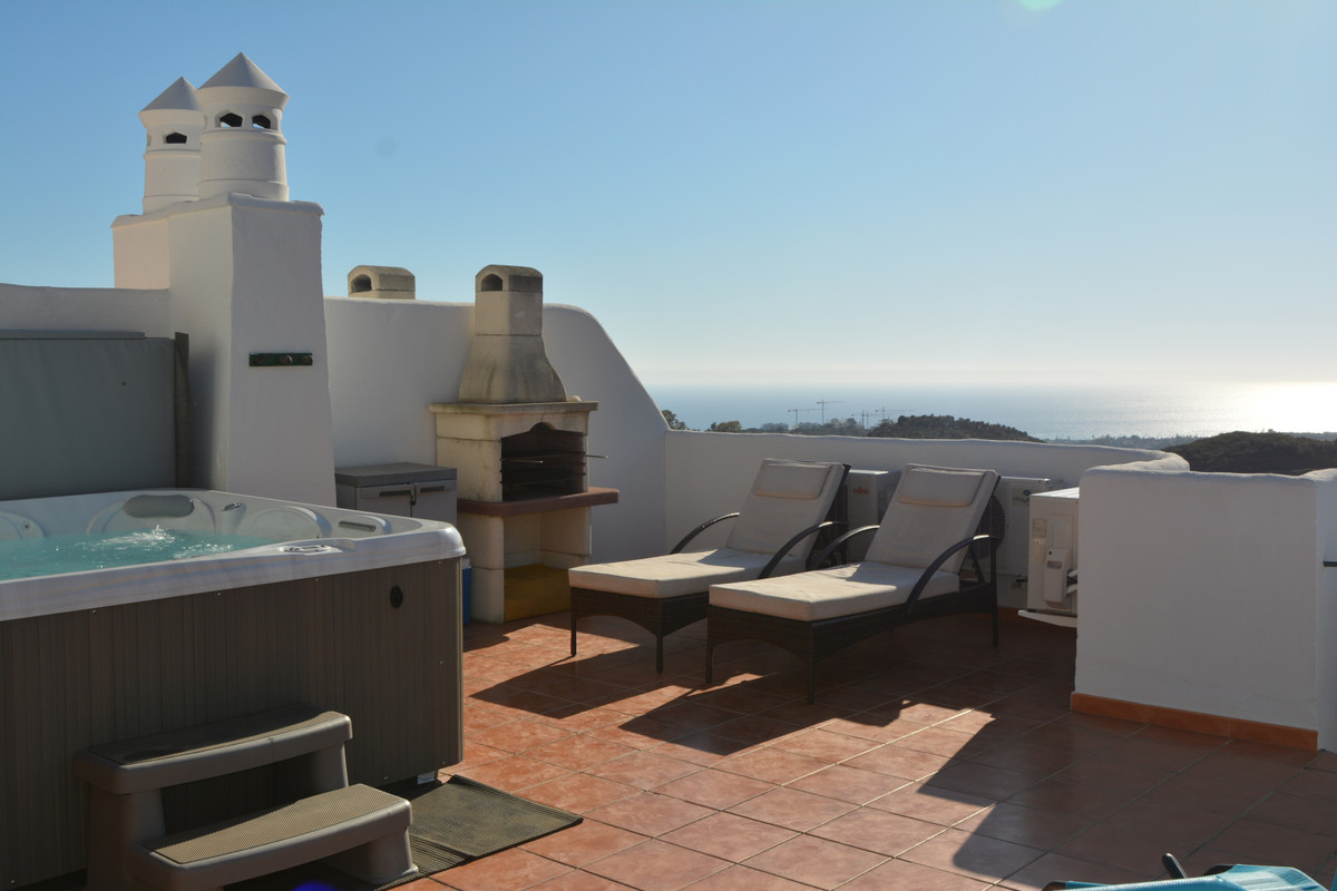 (086) FANTASTIC PENTHOUSE with 2 bedrooms and 2 bathrooms, (one ensuite), designer kitchen and terra,Spain