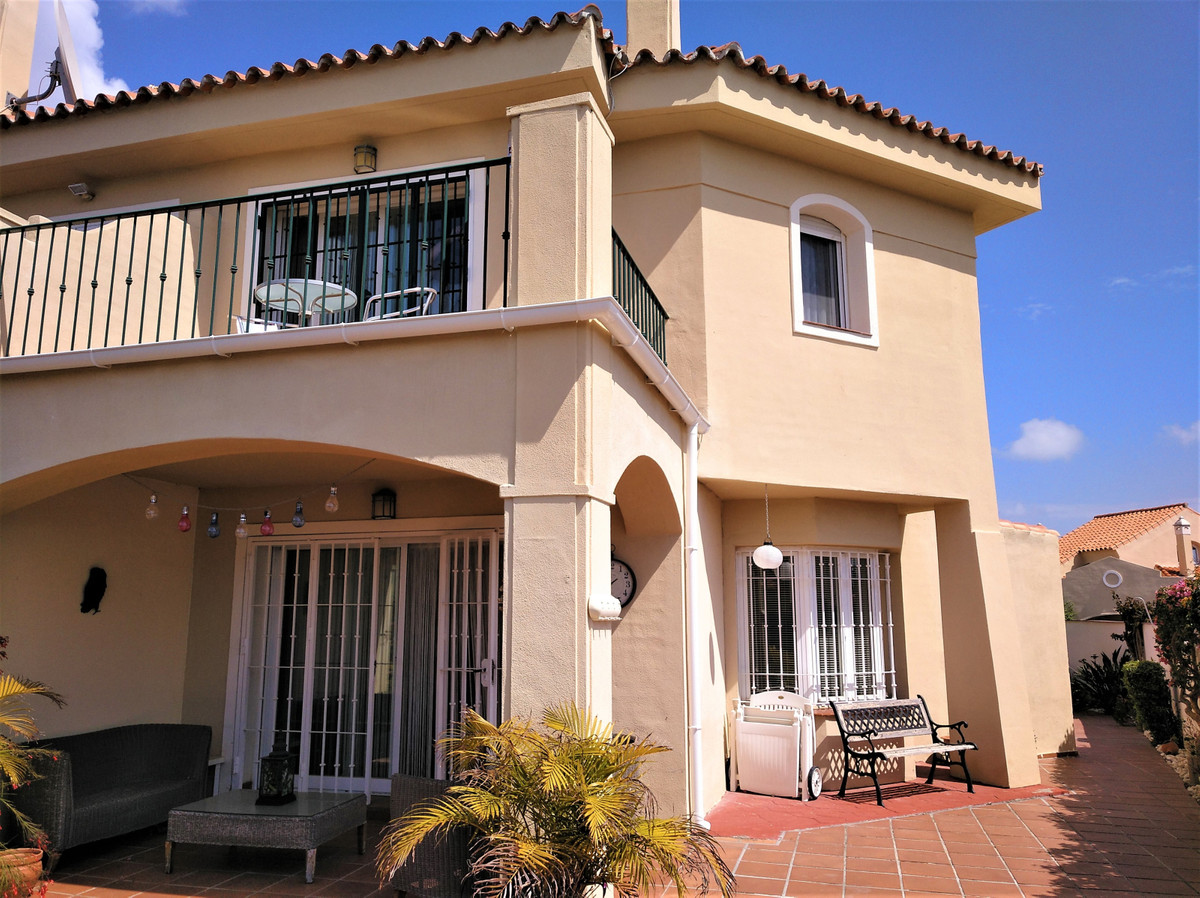 FANTASTIC SEMI-DETACHED HOUSE WITH PANORAMIC VIEWS TO THE SEA LOCATED IN RIVIERA DEL SOL.  Situated ,Spain