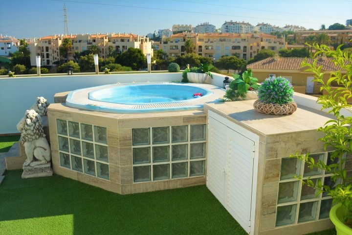 Spectacular duplex penthouse completely refurbished in a quiet complex in Riviera del Sol.  Ground f,Spain