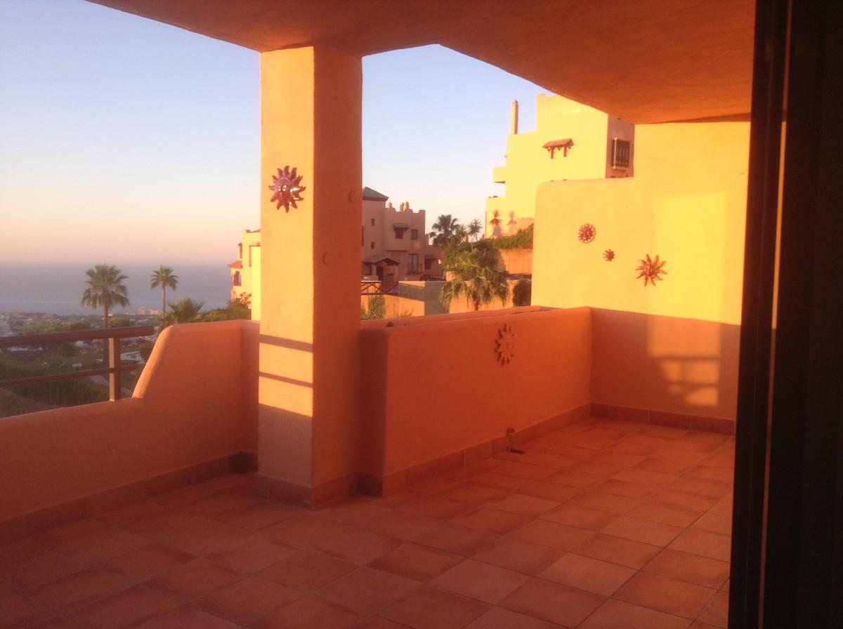 Middle Floor Apartment in Calahonda R3336157