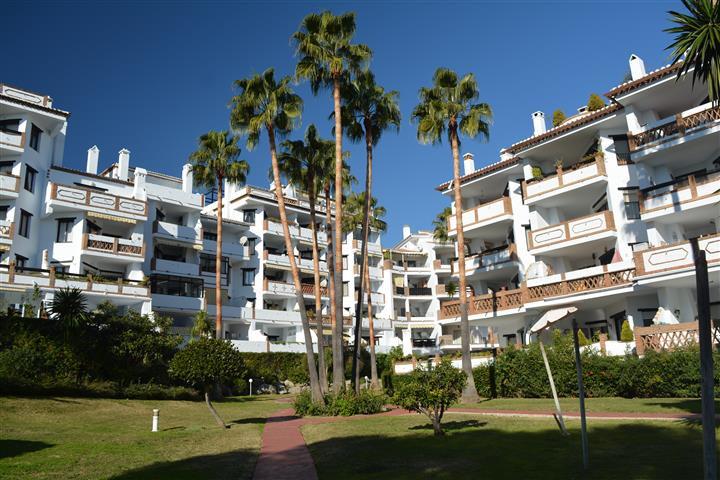 Apartamento 2 Dormitorios en Venta Calahonda