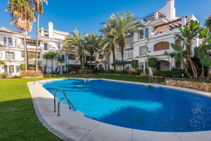 Beautiful groundfloor apartment with 3 bedrooms and 2 bathrooms (one en suite), in Los Naranjos de M,Spain