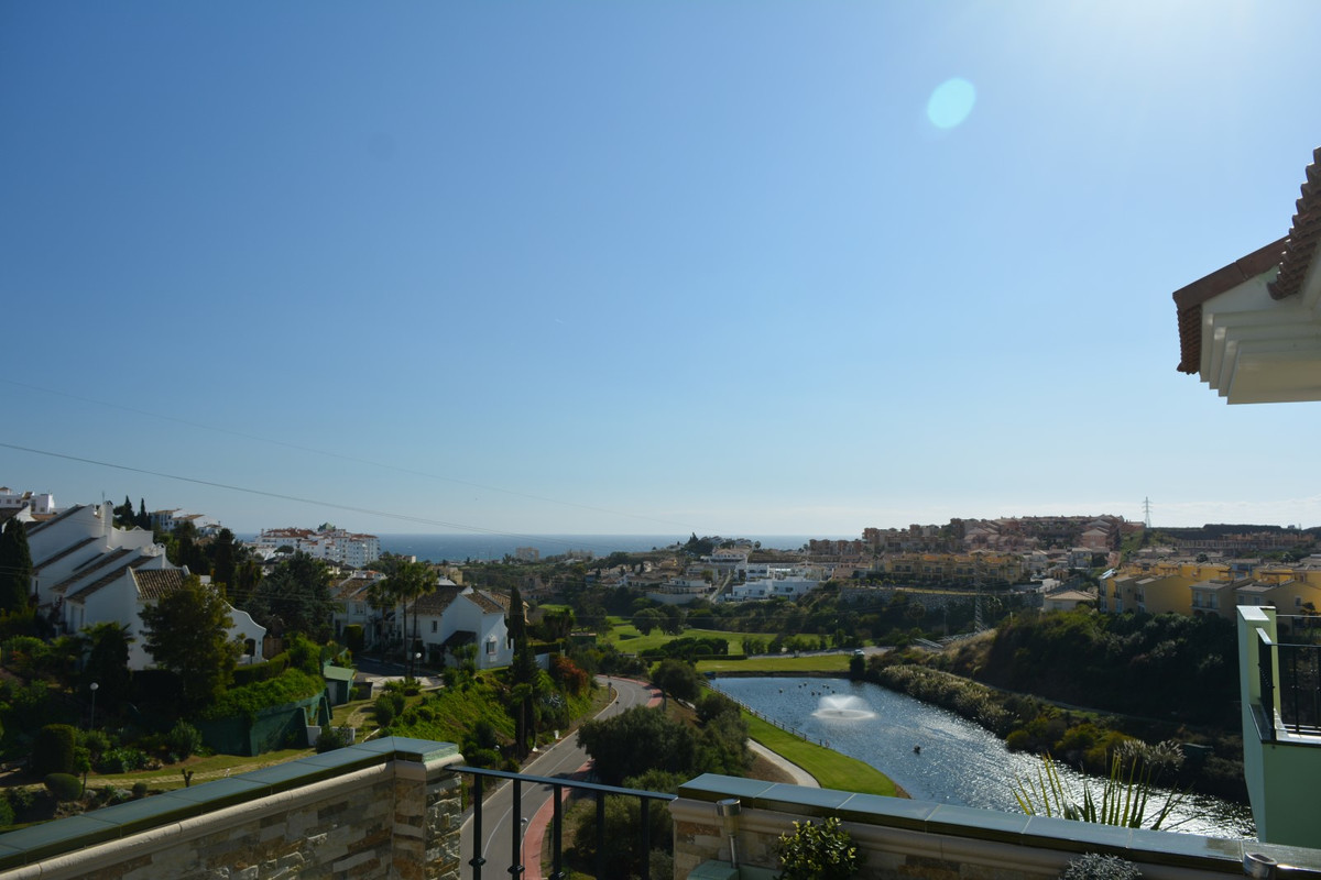 Fantastic apartment with excellent panoramic views of the sea, on the first line of golf and located,Spain