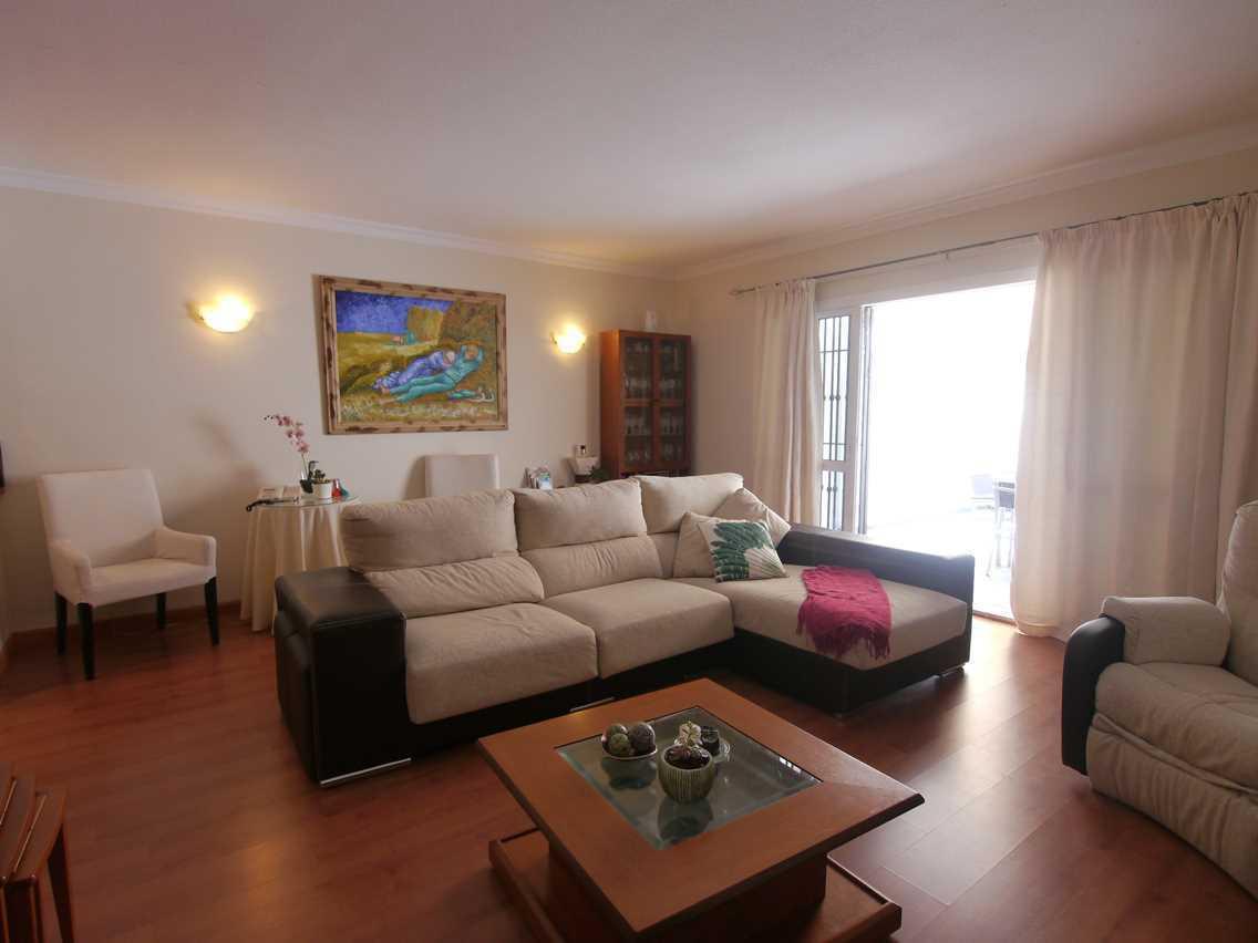 Villa con 4 Dormitorios en Venta Las Lagunas