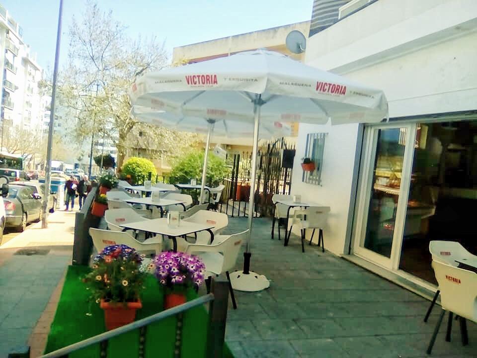 Unique opportunity! Ideal Investment !!! Pizzeria / hamburgueseria / cafeteria is transferred in mun,Spain