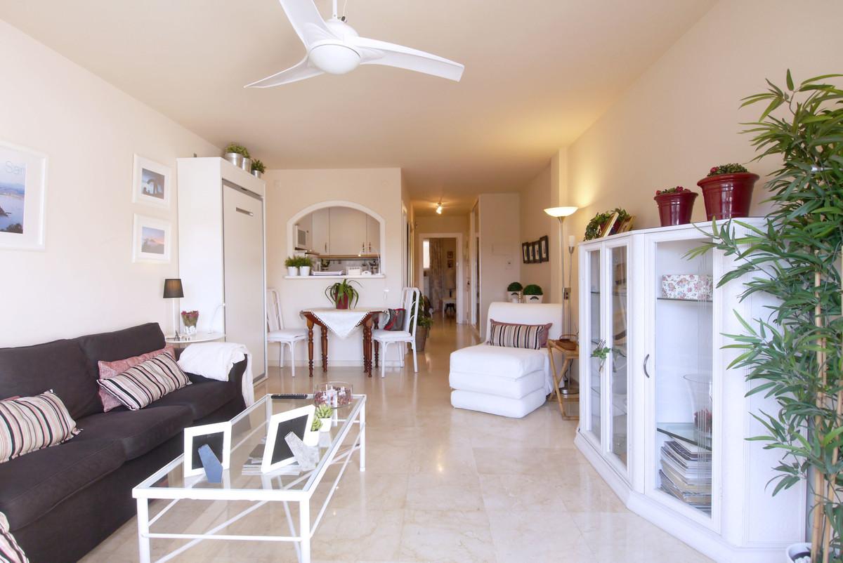 Apartamento con 3 Dormitorios en Venta Calahonda