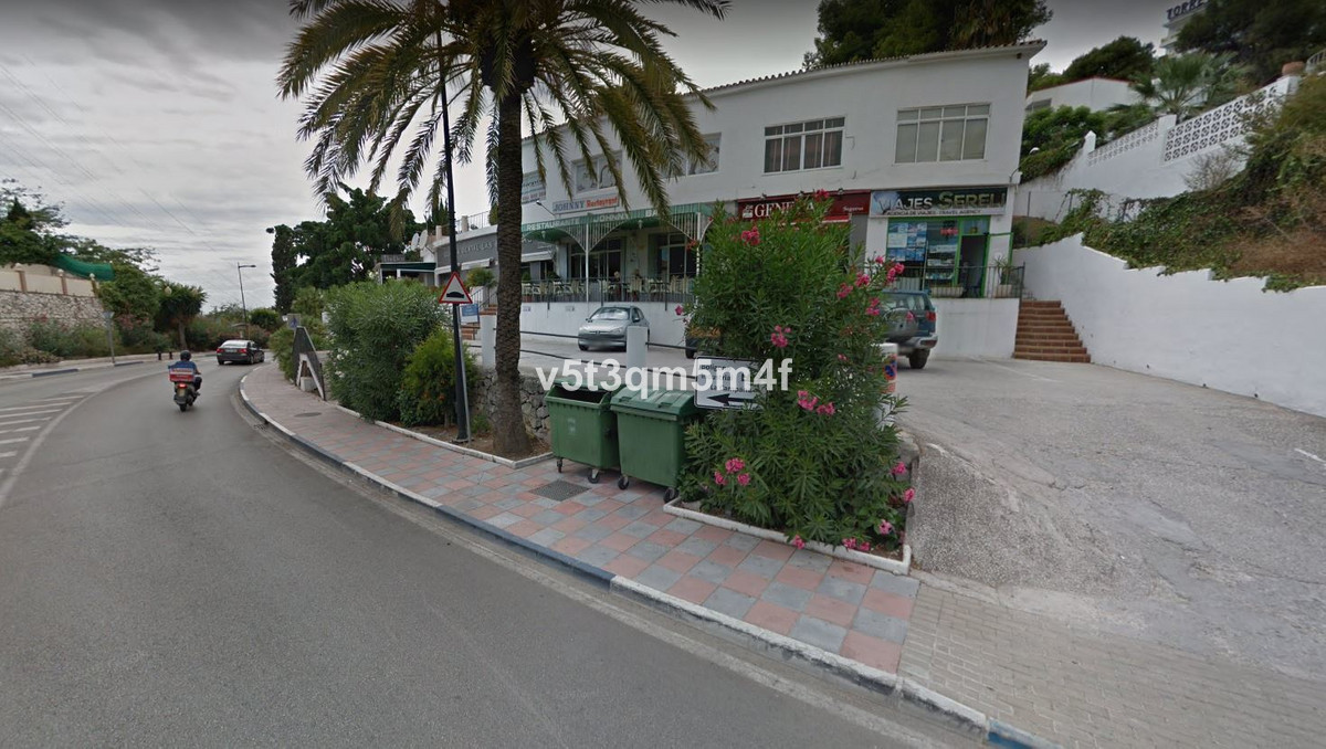 Office or shop premises with an excellent location. In Nueva Andalucia. Office, decoration shop, jew,Spain
