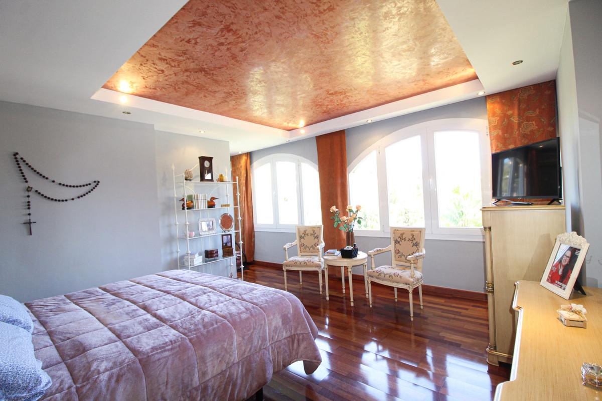 Villa con 4 Dormitorios en Venta Sierrezuela