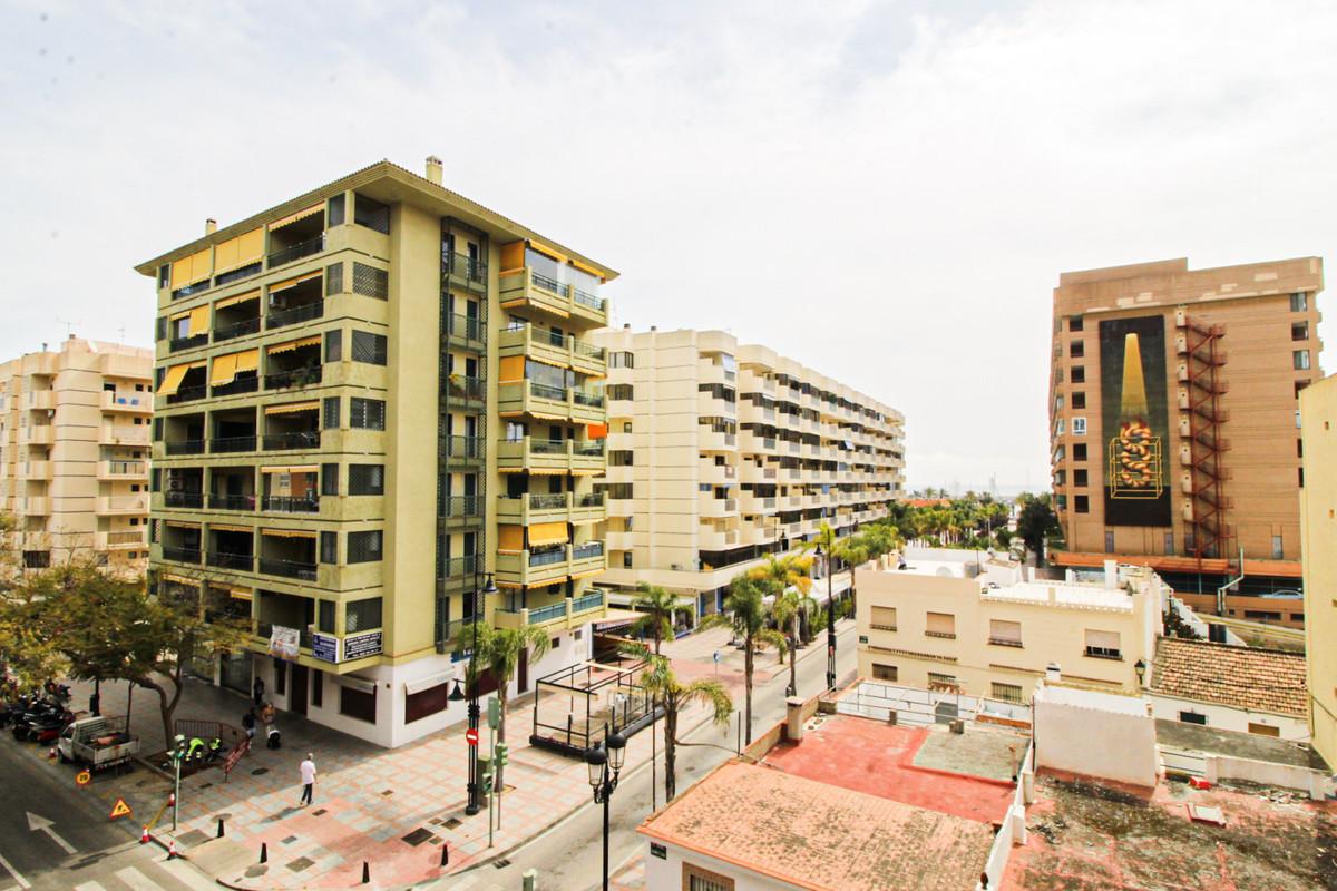 Middle Floor Apartment, Fuengirola, Costa del Sol. 3 Bedrooms, 1 Bathroom, Built 73 m², Terrace 5 m²,Spain