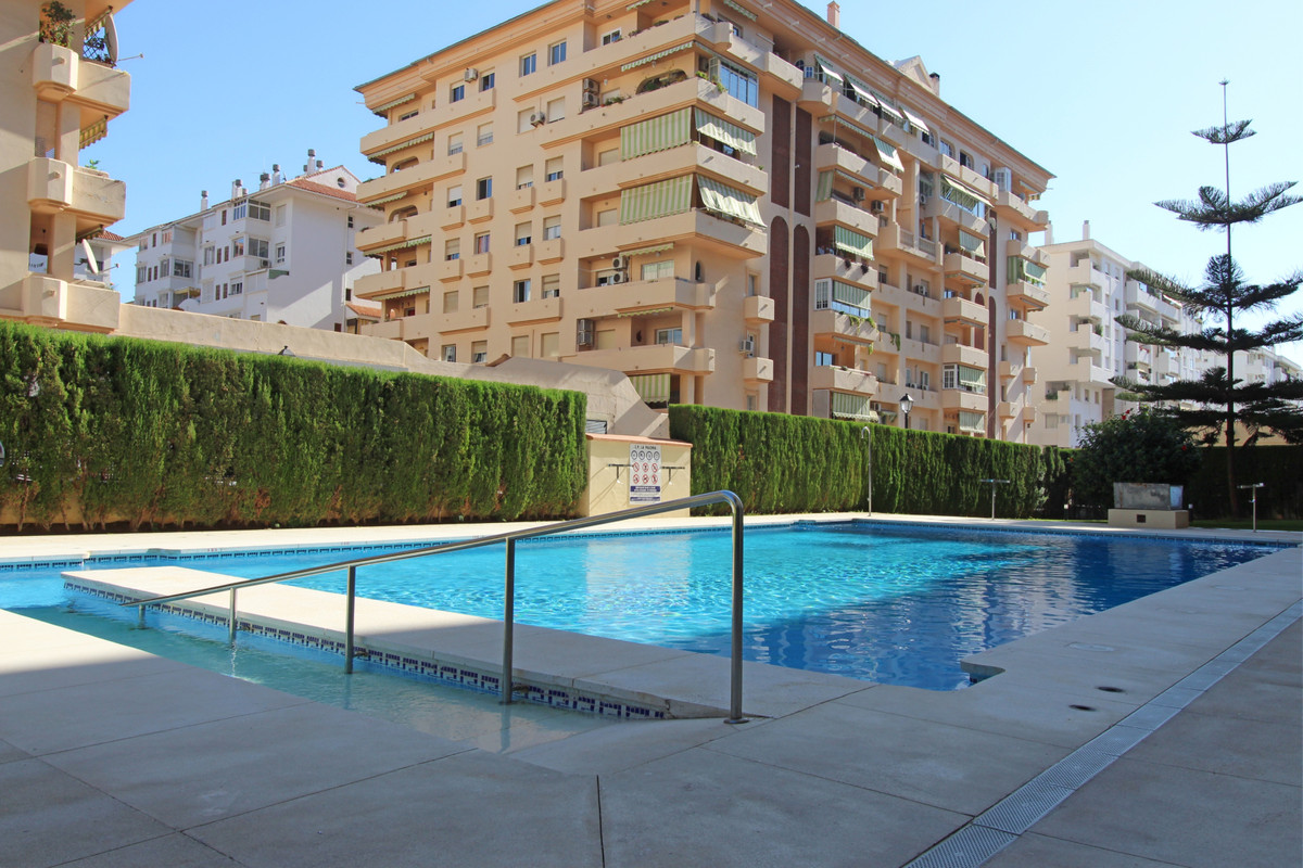 Top Floor Apartment, Fuengirola, Costa del Sol. 2 Bedrooms, 2 Bathrooms, Built 88 m2;, Terrace 5 m2;,Spain