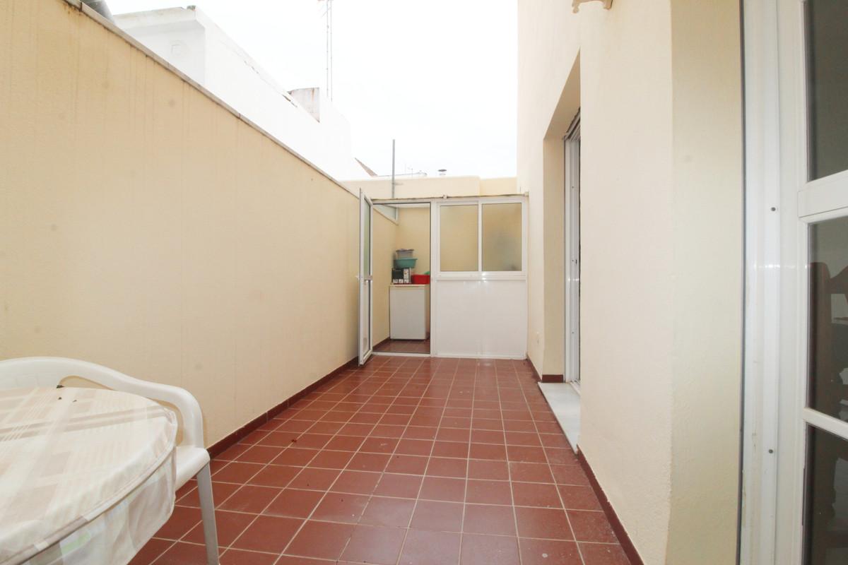 Middle Floor Studio, Fuengirola, Costa del Sol. Built 50 m2;, Terrace 8 m2;.  Setting : Town, Commer,Spain