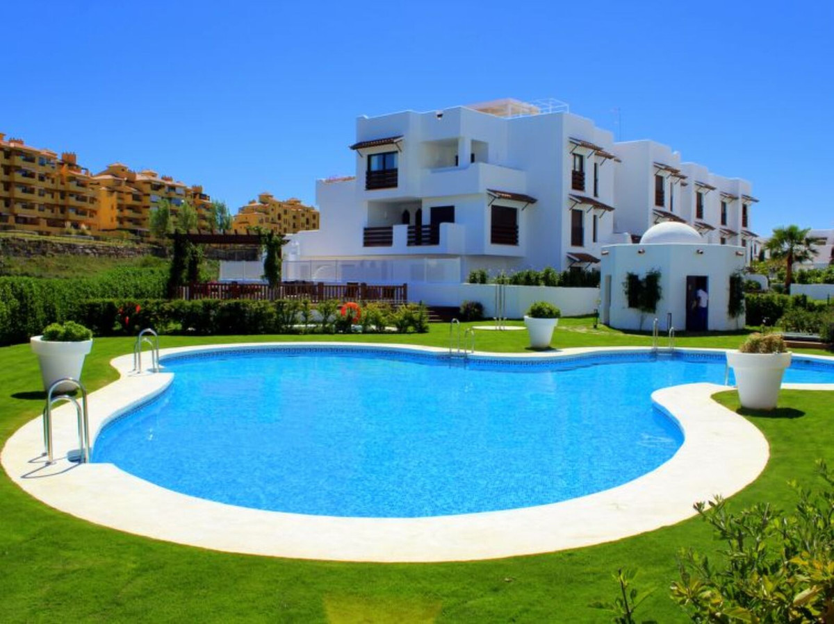 Ground Floor Apartment, Selwo, Costa del Sol. 2 Bedrooms, 2 Bathrooms, Built 100 m², Terrace 15 m², ,Spain