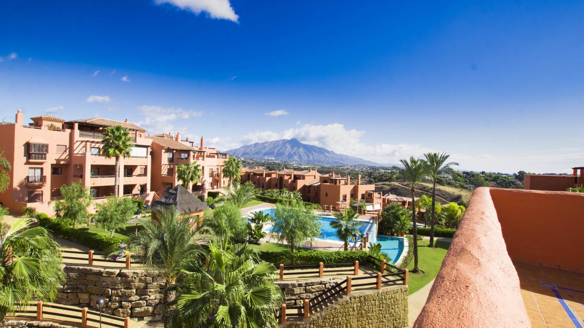 Penthouse, Benahavis, Costa del Sol. 3 Bedrooms, 2 Bathrooms, Built 162 m², Terrace 62 m².  Setting ,Spain