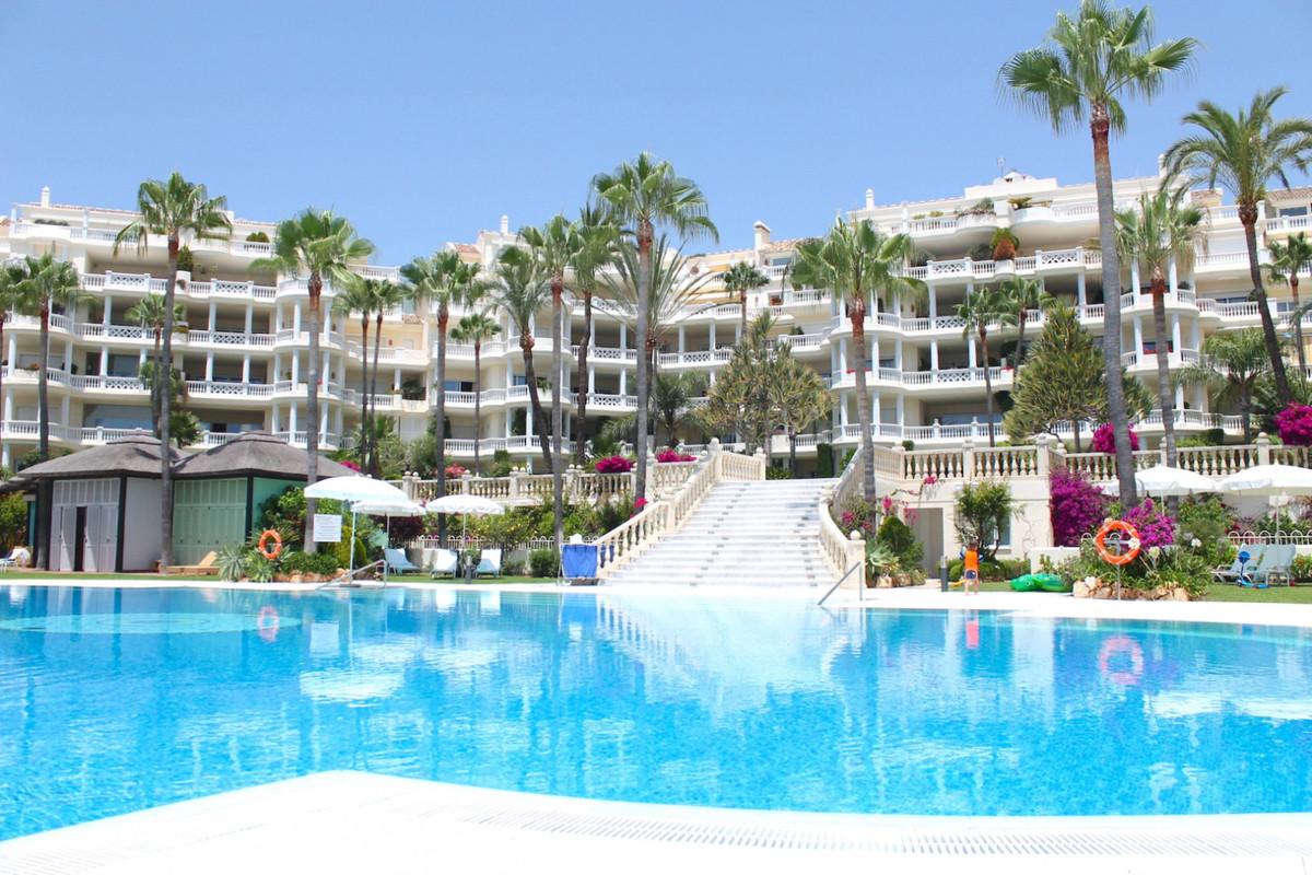 Penthouse, New Golden Mile, Costa del Sol. 4 Bedrooms, 5 Bathrooms, Built 597 m², Terrace 210 m².  S,Spain