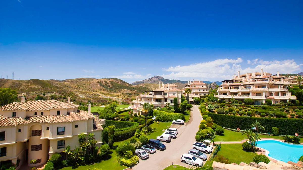 Penthouse, Benahavis, Costa del Sol. 3 Bedrooms, 3 Bathrooms, Built 252 m², Terrace 326 m².  Setting,Spain
