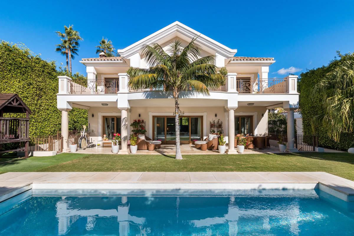Detached Villa for sale in The Golden Mile R3538069
