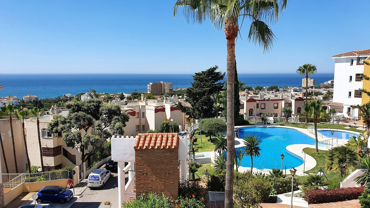 If you want sea views then this is the perfect property for you! Spacious, bright and airy, no need ,Spain
