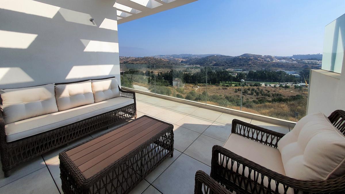 3 Bedroom Middle Floor Apartment For Sale La Cala de Mijas, Costa del Sol - HP3936328