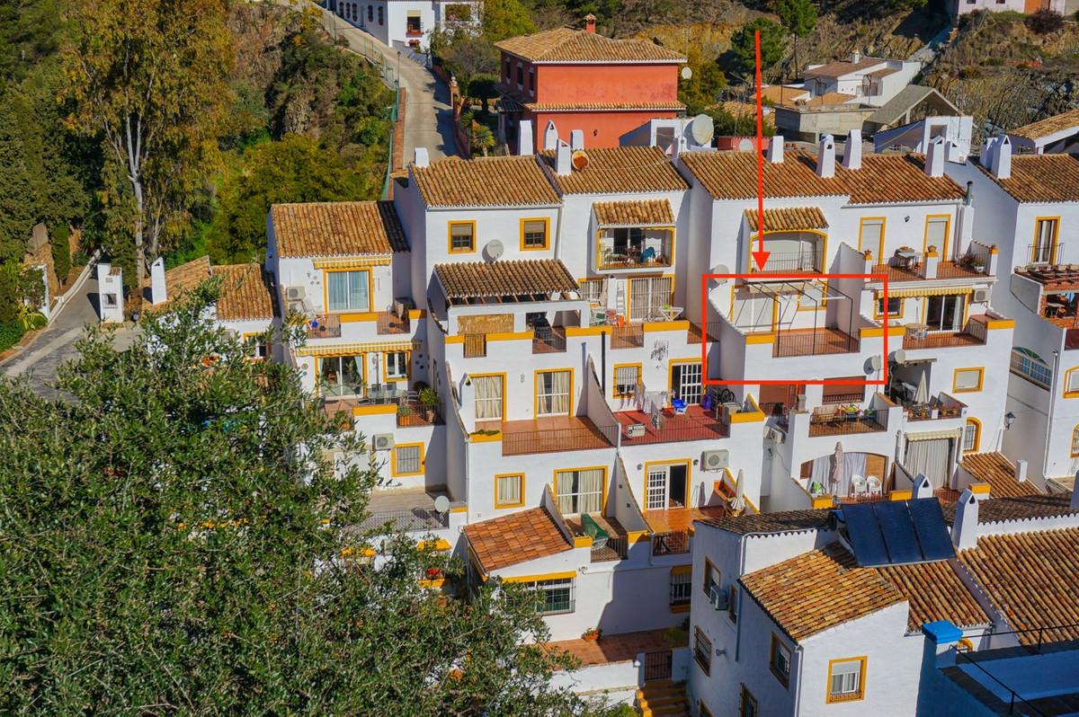 1 Bedroom Top Floor Apartment For Sale Benahavís, Costa del Sol - HP2853224