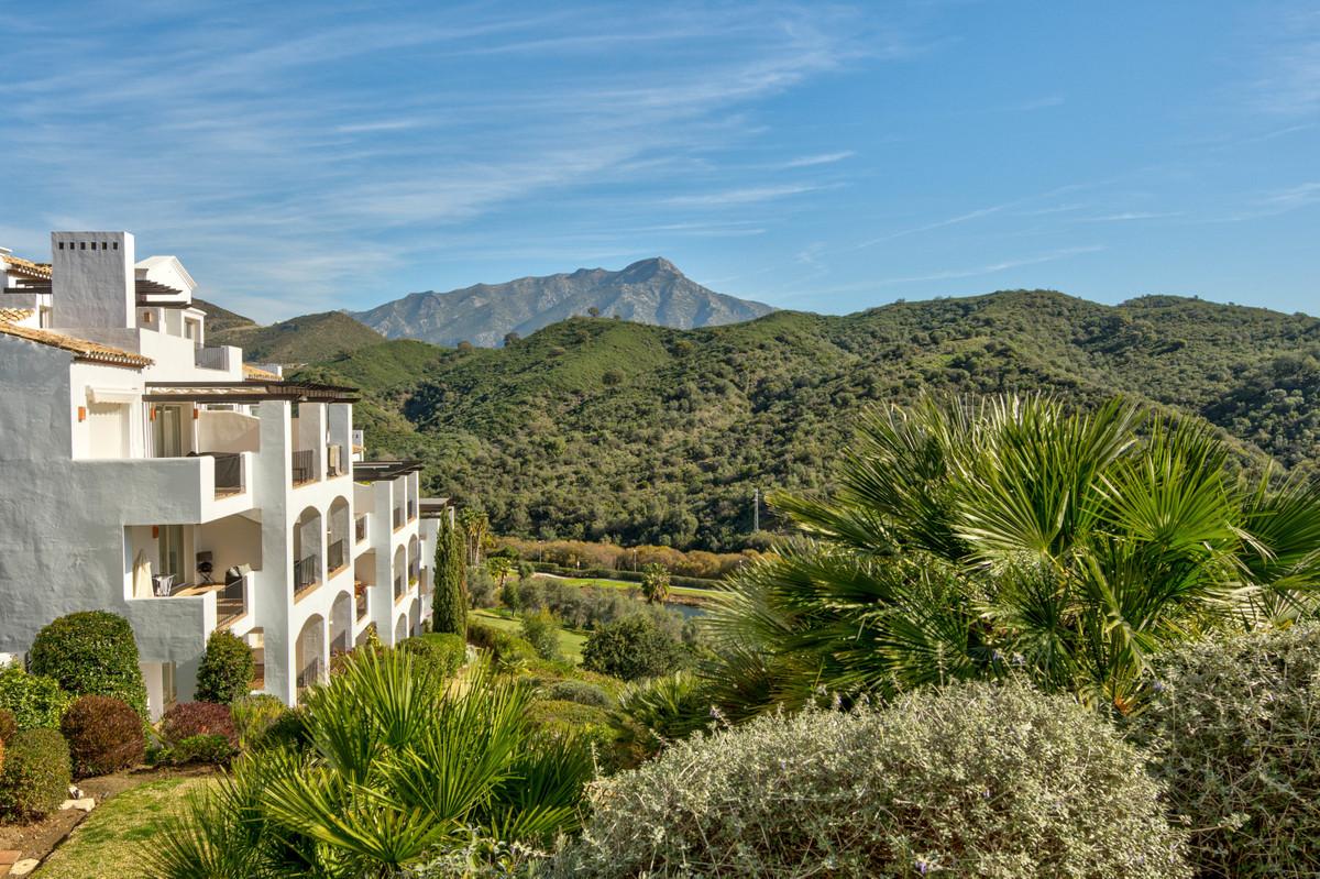 Beautiful apartment located within an exclusive community in La Quinta, Benahavis. This spacious apa,Spain