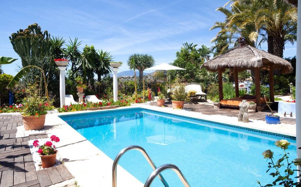 15 bedroom villa for sale nueva andalucia
