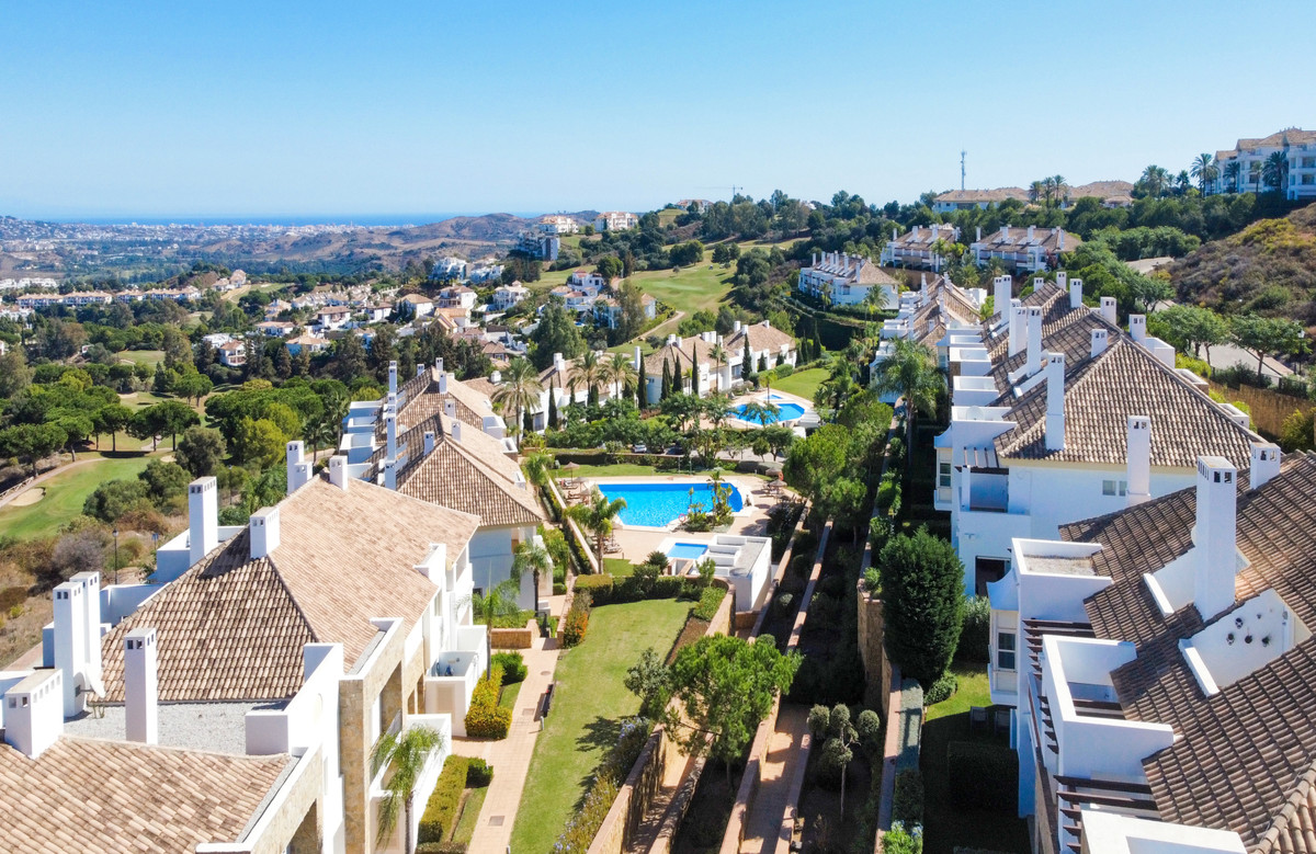 Beautiful three bedroom townhouse situated in the stunning resort of La Cala golf. Located just a 12,Spain