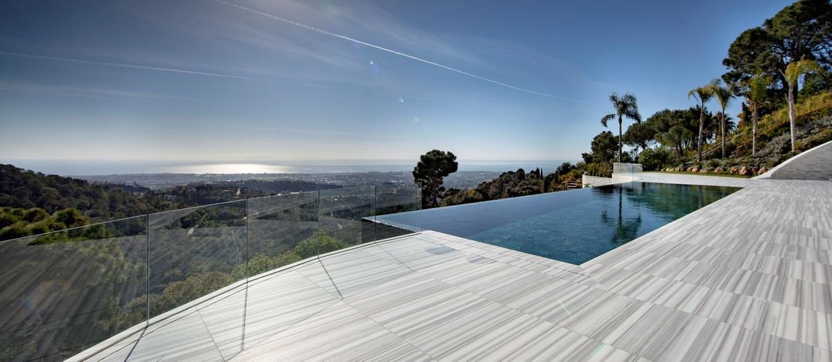 10 Bedrooms Villa For Sale - La Zagaleta