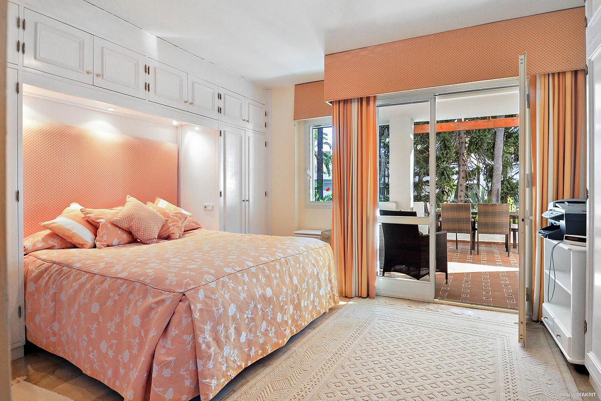 3 Bedroom Middle Floor Apartment For Sale San Pedro de Alcántara