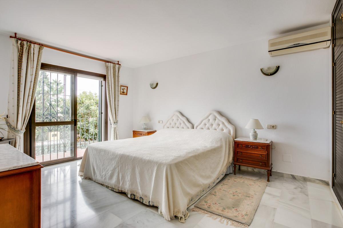 4 Dormitorio Independiente Villa En Venta Estepona
