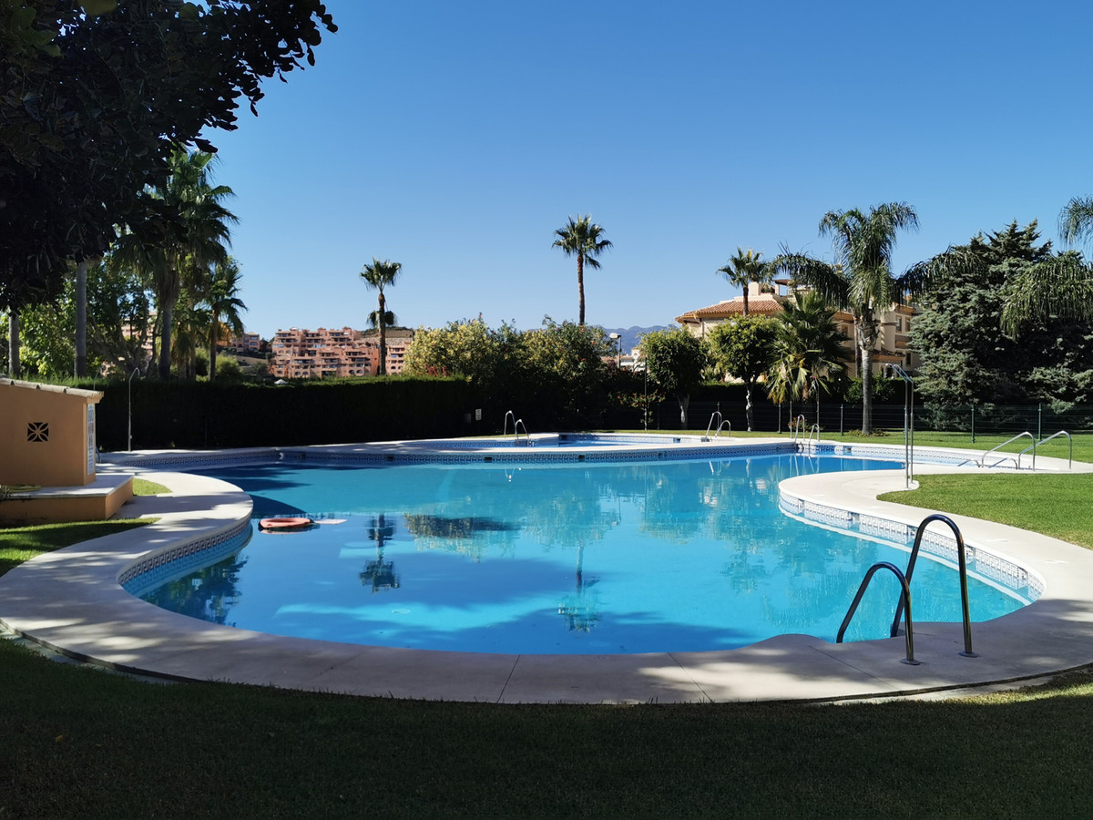Description  A well south / south-east 3 bed 2.5 bath penthouse with a massive roof terrace which ha,Spain