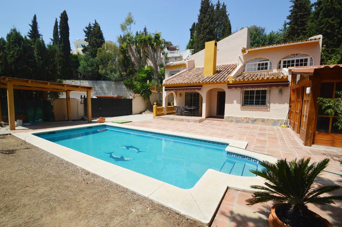 Detached Villa, El Coto, Costa del Sol. 3 Bedrooms, 2 Bathrooms, Built 274 m2 Garden/Plot 1105 m2  S,Spain