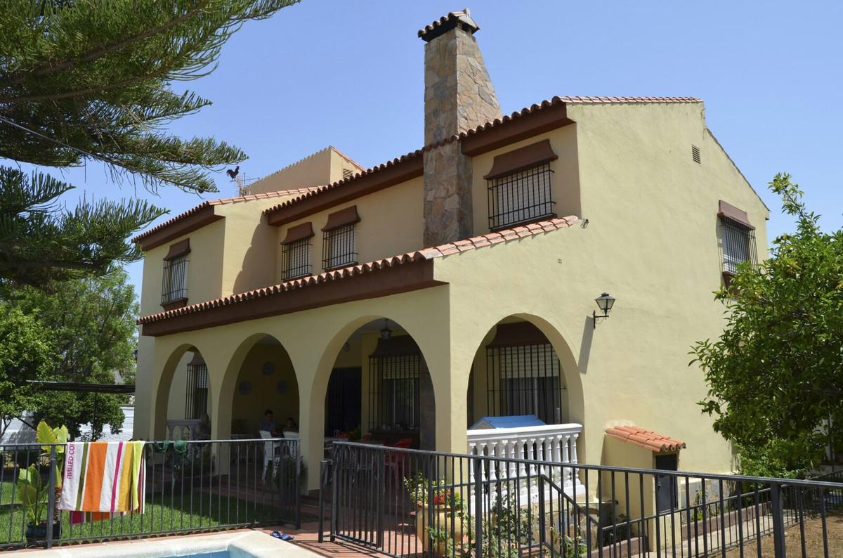 Detached Villa, Alhaurin de la Torre, Costa del Sol. 7 Bedrooms, 2 Bathrooms, Built 330 m², Terrace ,Spain