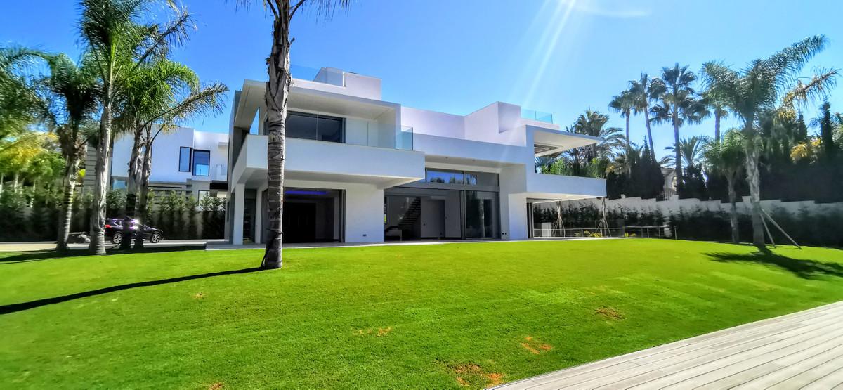 Detached Villa for sale in Guadalmina Baja R2754428