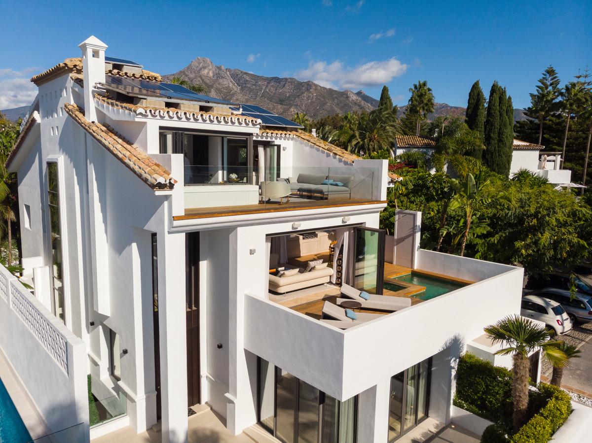 Villa Detached Marbella Málaga Costa del Sol R3908215