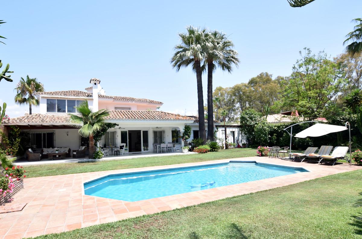 Lovely beachside villa in El Paraiso Barronal on the new golden mile between Marbella & Estepona,Spain
