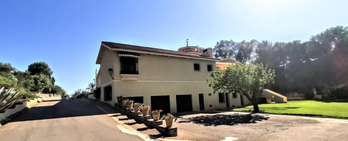 Villa Detached in The Golden Mile, Costa del Sol