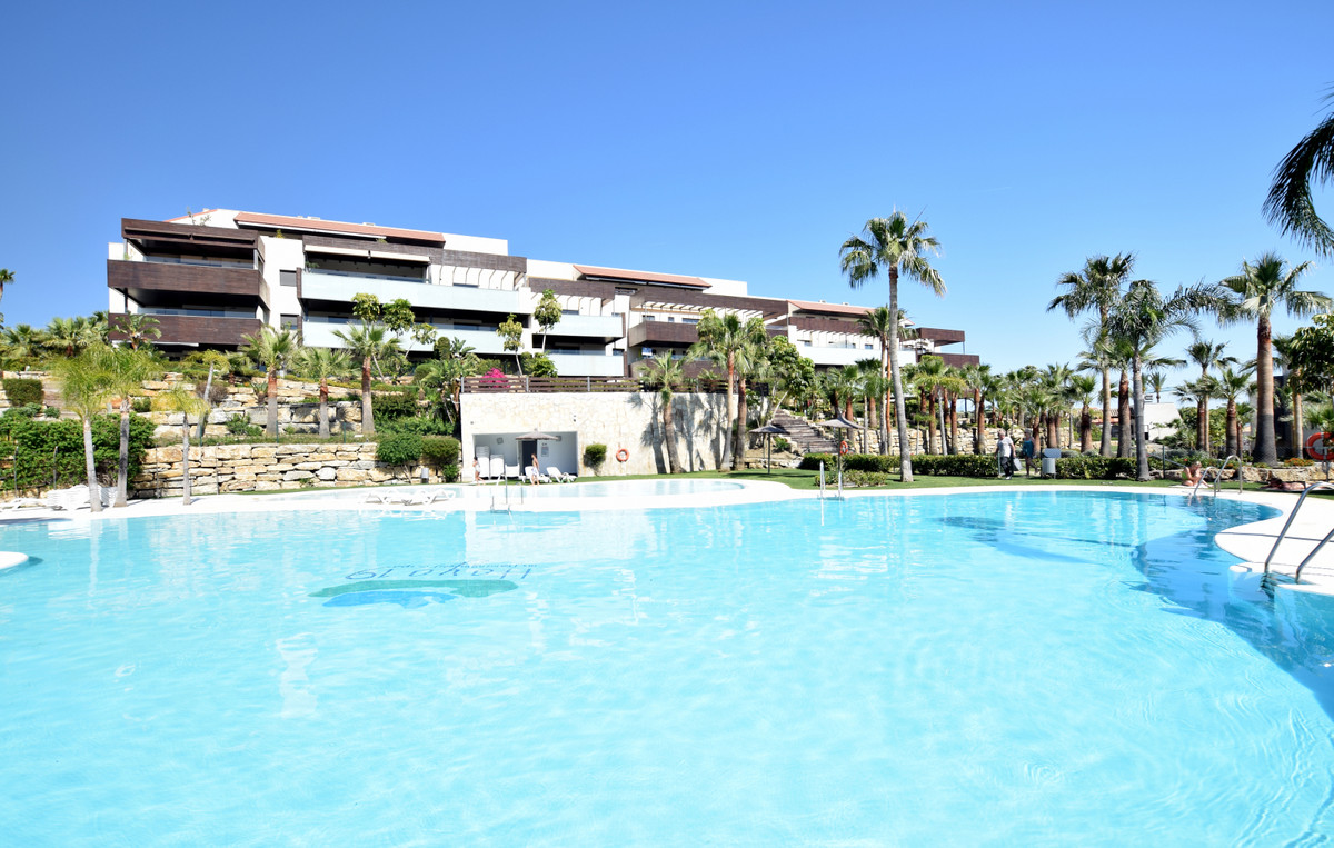 Middle Floor Apartment for sale in Los Flamingos R3214306