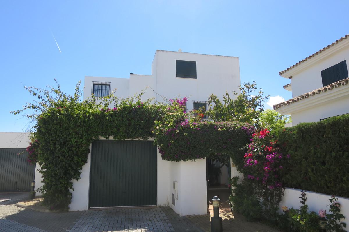 Semi Detached Villa for sale in San Pedro de Alcantara - San Pedro de Alcantara Semi Detached Villa - TMRO-R3399802