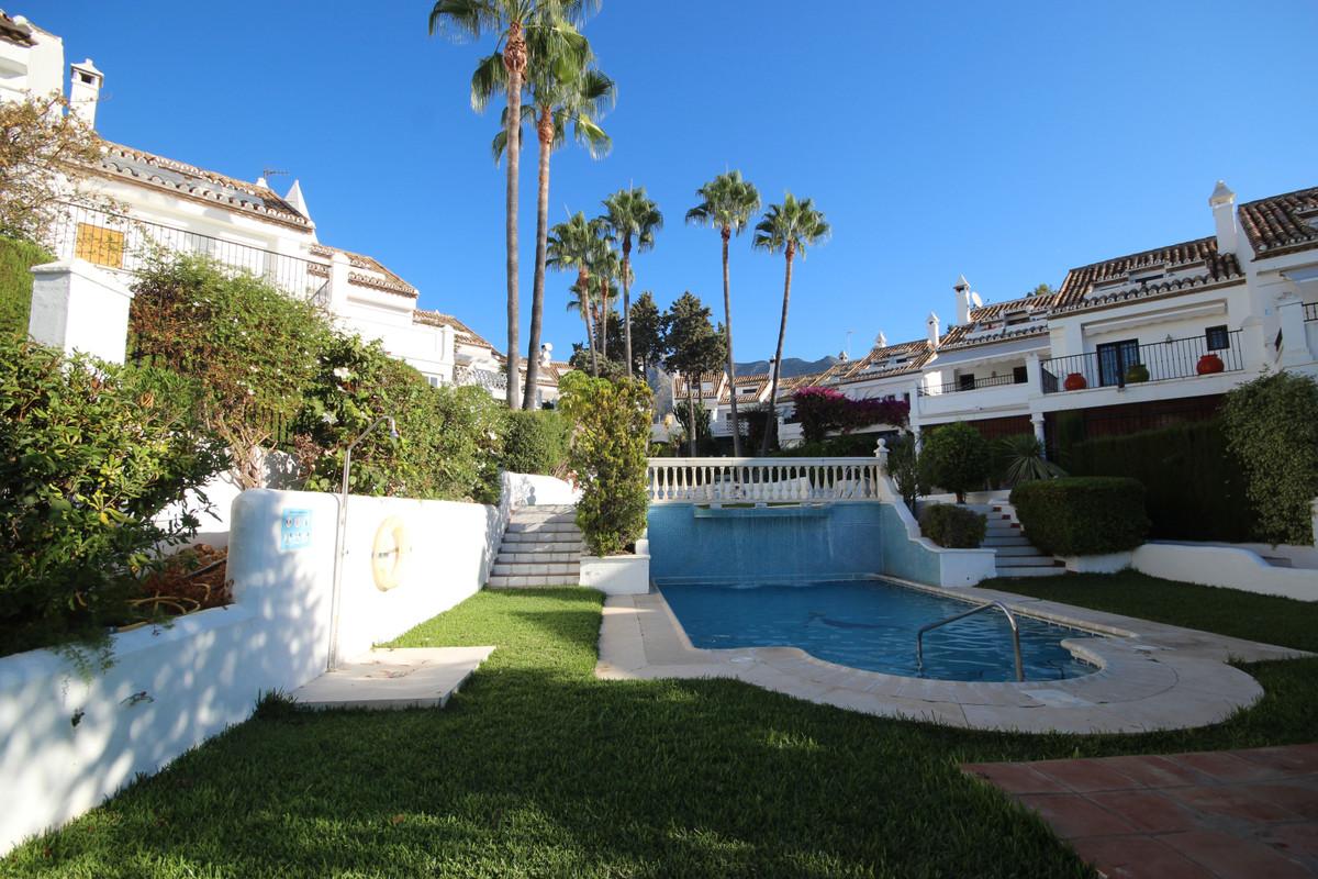 Townhouse, Nagueles, Costa del Sol. 3 Bedrooms, 3.5 Bathrooms, Built 140 m², Terrace 40 m², Garden/P,Spain
