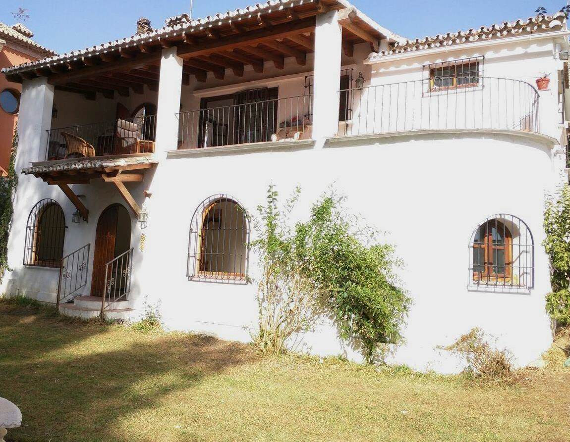 Villa - Chalet en Nueva Andalucía R2543867