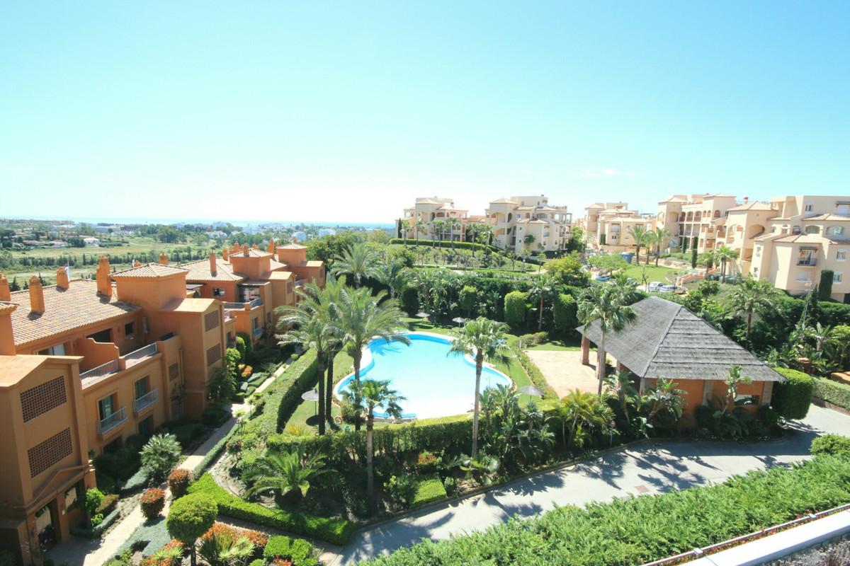 Penthouse, Atalaya, Costa del Sol. 3 Bedrooms, 3 Bathrooms, Built 138 m², Terrace 120 m², 3 Garages.,Spain