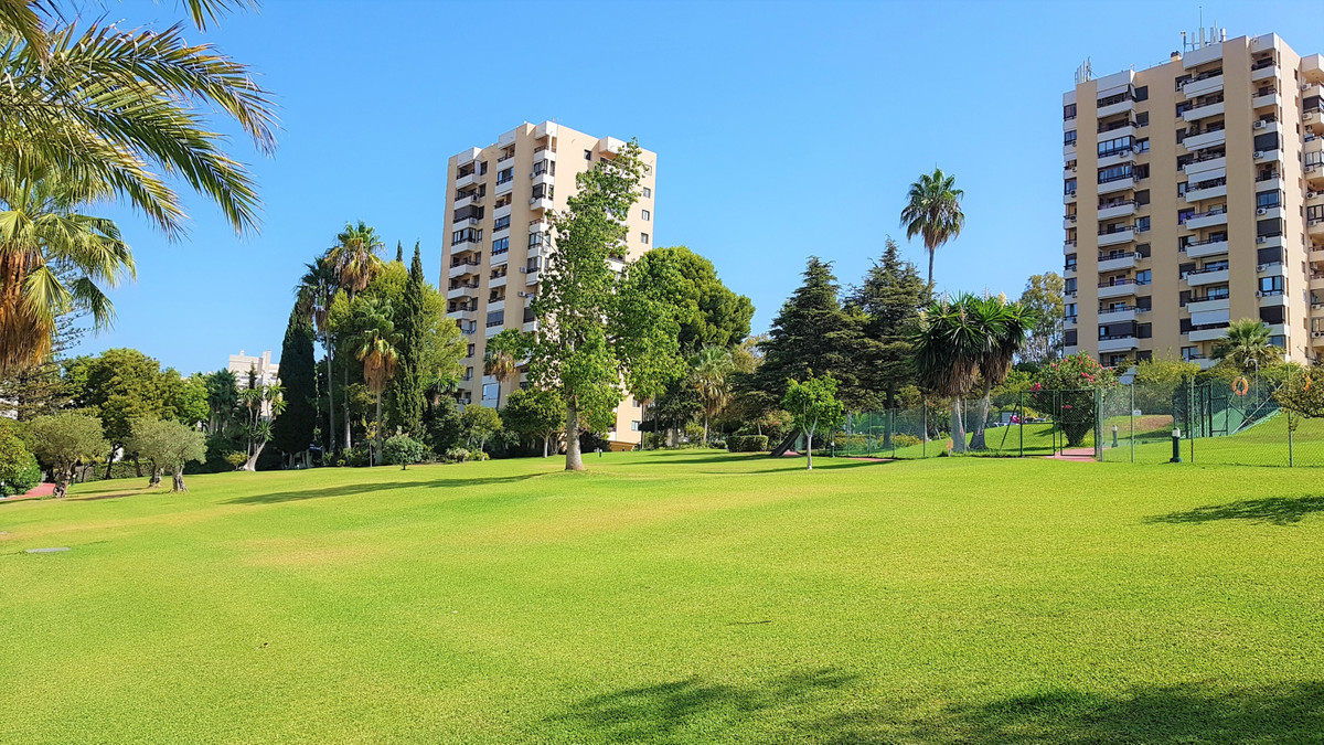 Middle Floor Apartment, Aloha, Costa del Sol. 1 Bedroom, 1 Bathroom, Built 50 m², Terrace 6 m².  Set,Spain