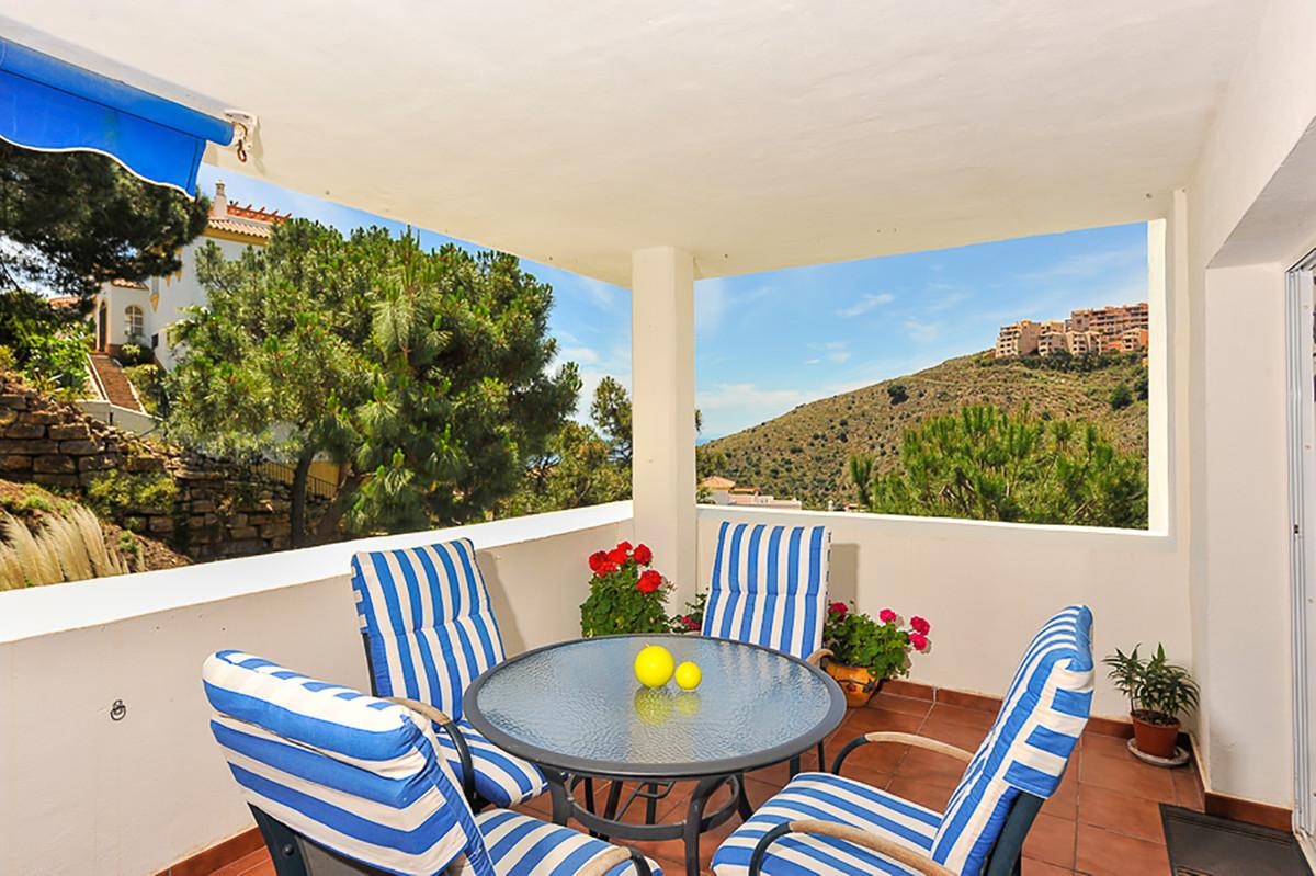 Beautiful 2 bedroom, 2 bathroom apartment in the urbanization Terrazas de Calahonda. This apartment ,Spain